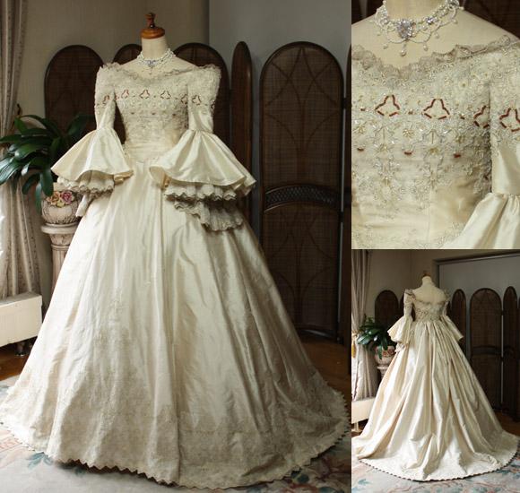 パコダスリーブが特徴!アンティーク調ウェディングドレス。中世